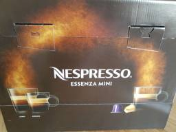Nespresso Essenza Mini Vermelha