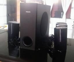 Subwoffer e caixas de som