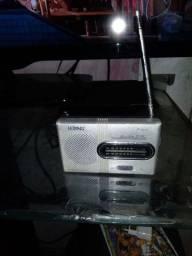 Título do anúncio: Rádio  portátil  a pilhas  $20