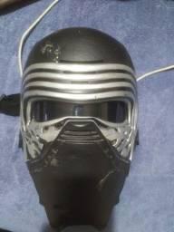 Máscara Kylo Ren com modulador de voz Hasbro