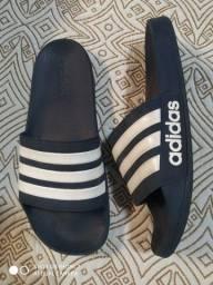 Título do anúncio: Chinelo slide Adidas original n42