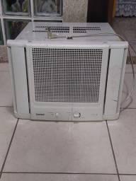 Ar condicionado de parede em excelente condições