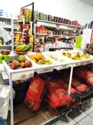 Expositor de frutas e carvão