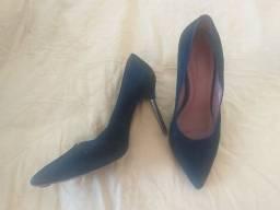 Vendo bota e sapatos pretos