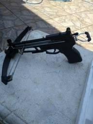 Vendo essa arma de pesca nova usada so uma vez valor 500