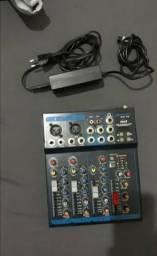 Mesa de som 4 canais na caixa