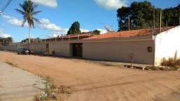 Casa no Bairro São Luiz, com piscina e amplo espaço interno e externo