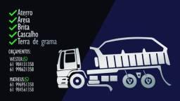 Serviços de retroescavadeira e caminhão