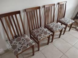 Conjunto 4 cadeiras de madeira estofadas