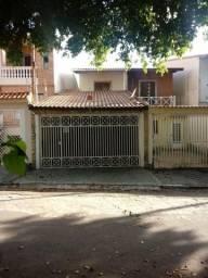 Sobrado no Sítio da Figueira, com 3 quartos, sendo 1 suíte e área útil de 194 m²
