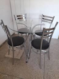 Mesa usada com 4 cadeiras entrego