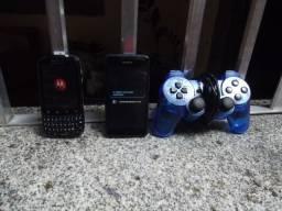 2 celulares e 1 manete de USB