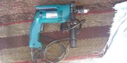 Máquina de furar impacto Makita (pouco uso)