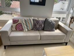 Lindo sofá, com 2 metros, super confortável e bem novinho