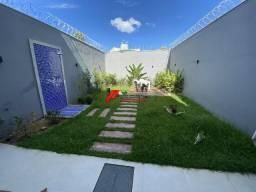 Casa com ótimo acabamento, 03 suítes e quintal ( bairro Betel)