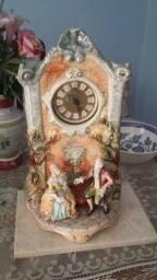 Belíssimo Relógio porcelana. Uma Joia! Muito Antiga e Lindo.