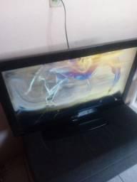 Título do anúncio: Vende-se uma tv lcd 32 buster