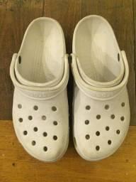 Título do anúncio: Crocs tamanho 42
