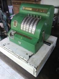Antiga maquina registradora a manivela