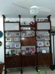 Belíssima estante de jacarandá