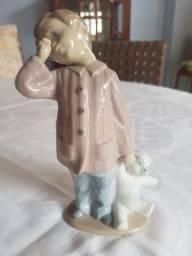 Estatueta porcelana Nao by Lladro. Garoto com ursinho.