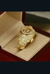 Anel banhado de ouro com Coroa de ouro branco com Pedras preciosas de safiras e diamantes