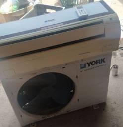 Título do anúncio: Ar condicionado York 9.000 btus