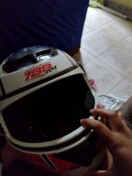 Título do anúncio: Vendo dois capacete 60 reais cada um