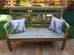 Vendo banco de madeira mais almofadas