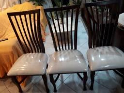 Cadeiras de jantar em madeira