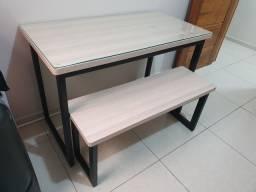 Mesa em MDF com vidro