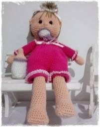 Boneca com Chupeta e Mamadeira em Amigurumi Rosa