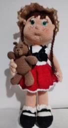 Boneca com Mascote, em crochê amigurumi sob encomenda