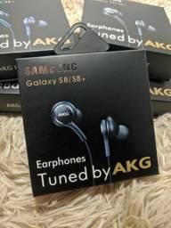 Fones de ouvido AKG