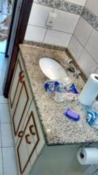 Vendo pia di banheiro com balcão e torneira completa material di primeira conservado