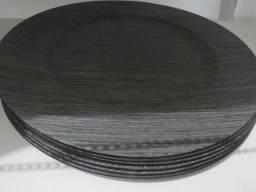 Conjunto de 6 Sousplast de plástico resistente para prato redondo.