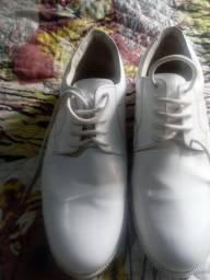 Sapato em couro semi novo Branco