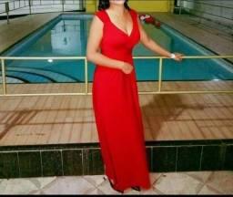 Vendo esse Lindo Vestido de festa , longo na cor vermelho vinho.. tamanho M