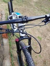 Bike gtsm1 aro 29  27v com 4 mes