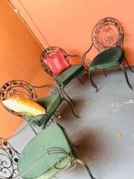 Título do anúncio: Cadeiras de ferro - Para venda: Conjunto c/ 4 brinde 2 - Almofadas