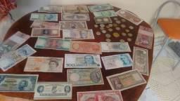 Notas antigas e moedas
