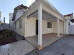 Título do anúncio: Excelente casa a venda com 03 dormitórios, em uma área ampla construída de 148m², por R$27