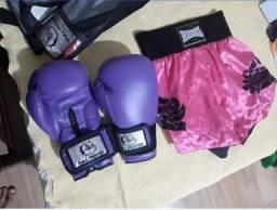 Luvas de boxe e short de thai