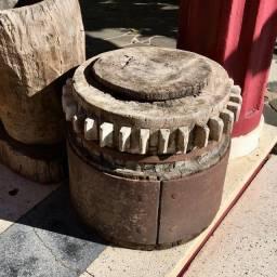 Engrenagem de Moenda Antiga em madeira e ferro