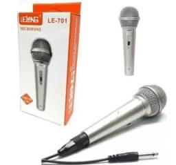 Microfone Prata Com Fio Profissional Dinamico Lelong Le 701<br><br>
