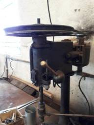 Furadeira de bancada UMJ adaptada para fazer rosca, Motor 1/2 cv