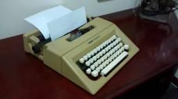 Máquina de datilografar Olivett letra 25 funcionando