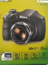 Câmera digital fotográfica sem marcas de uso