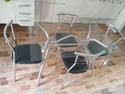 Vende-se mesa de cozinha de 4 cadeiras de vidro