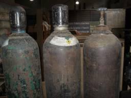 Dois Cilindros de Oxigênio Industrial